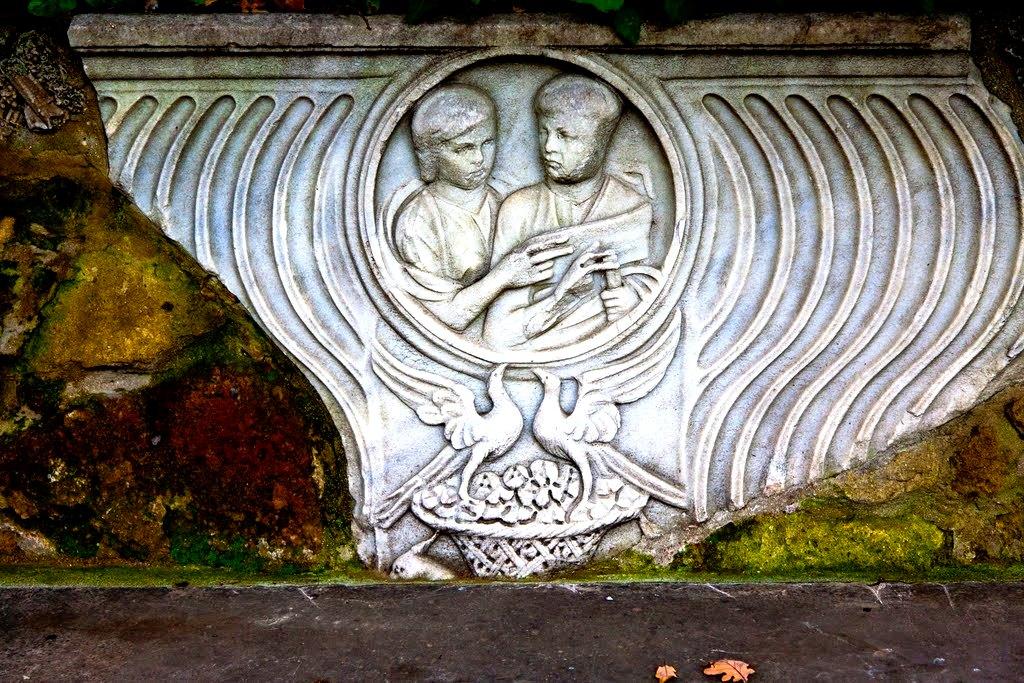 рельефные фигуры в ватиканских садах