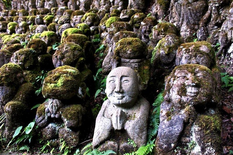 статуэтки синтоистского храма