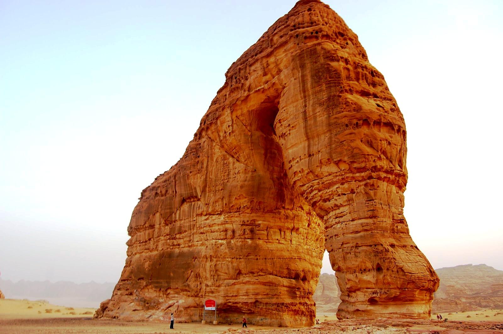 скальные образования аравии