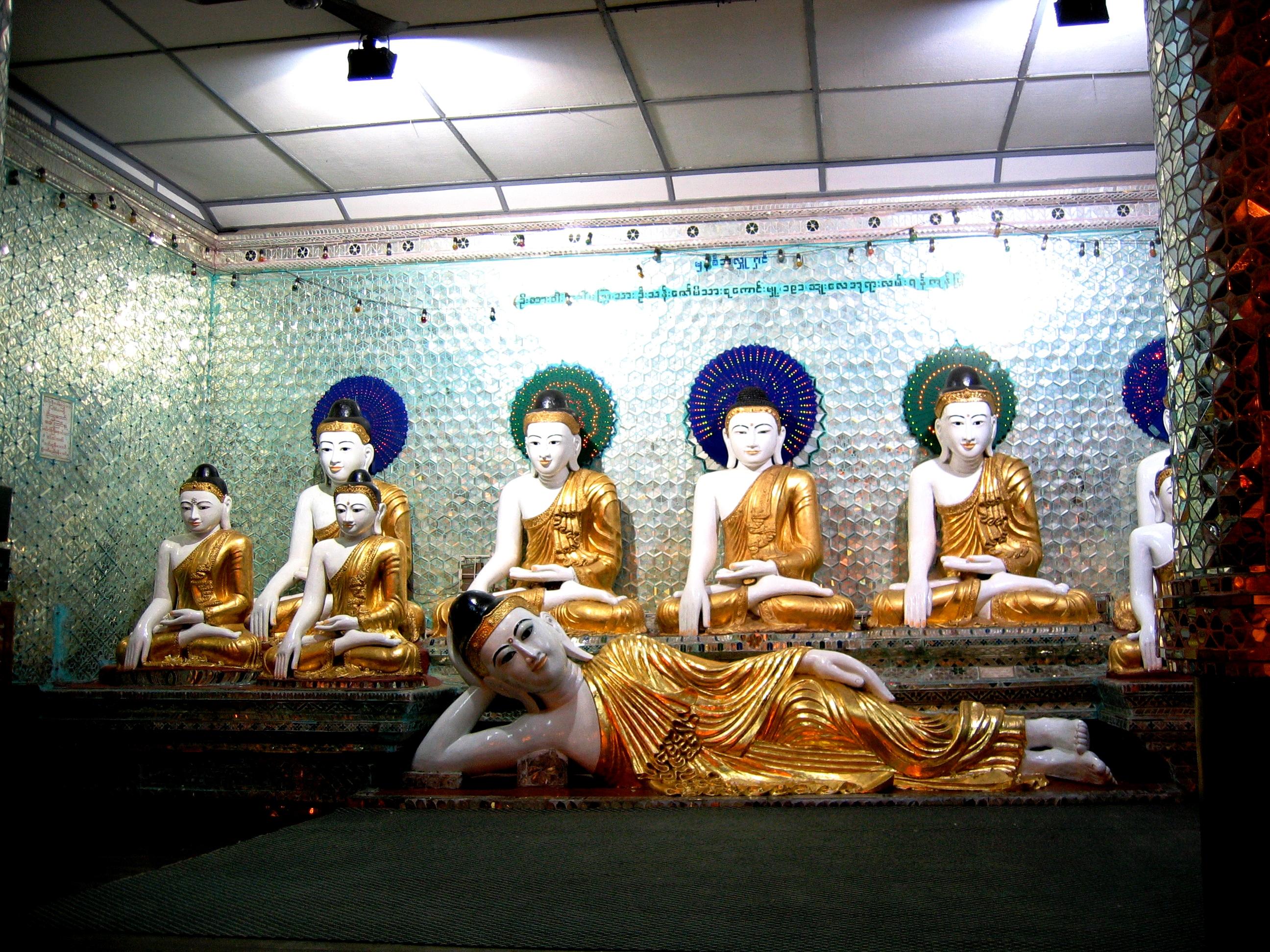лежащий и сидящие будды