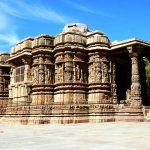 вид на храм сурьи в модхере
