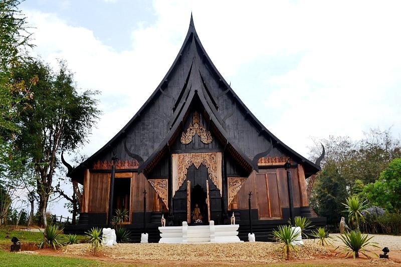 вид черного храма