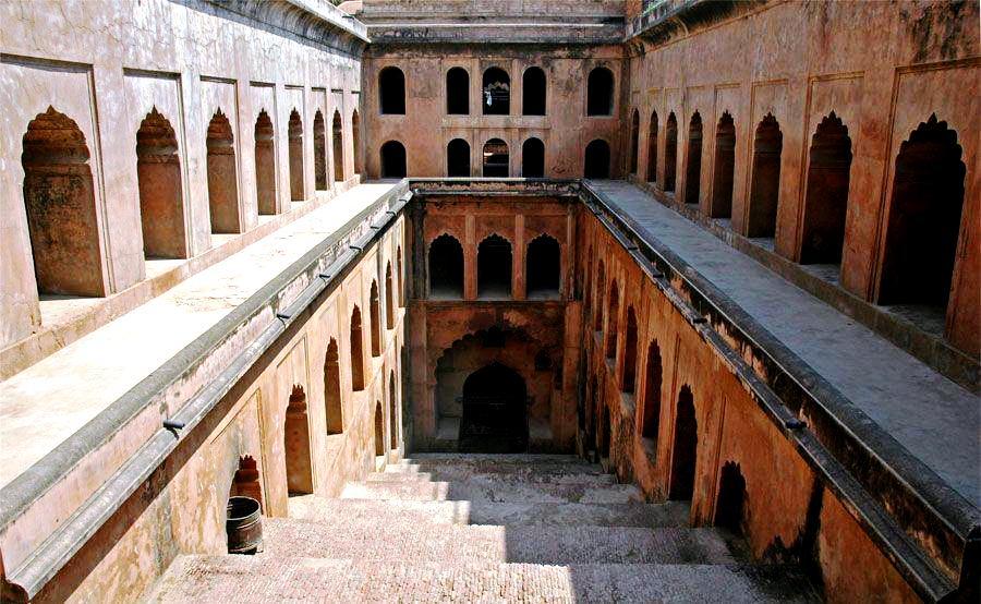 Bara Imambara Shahi Baoli