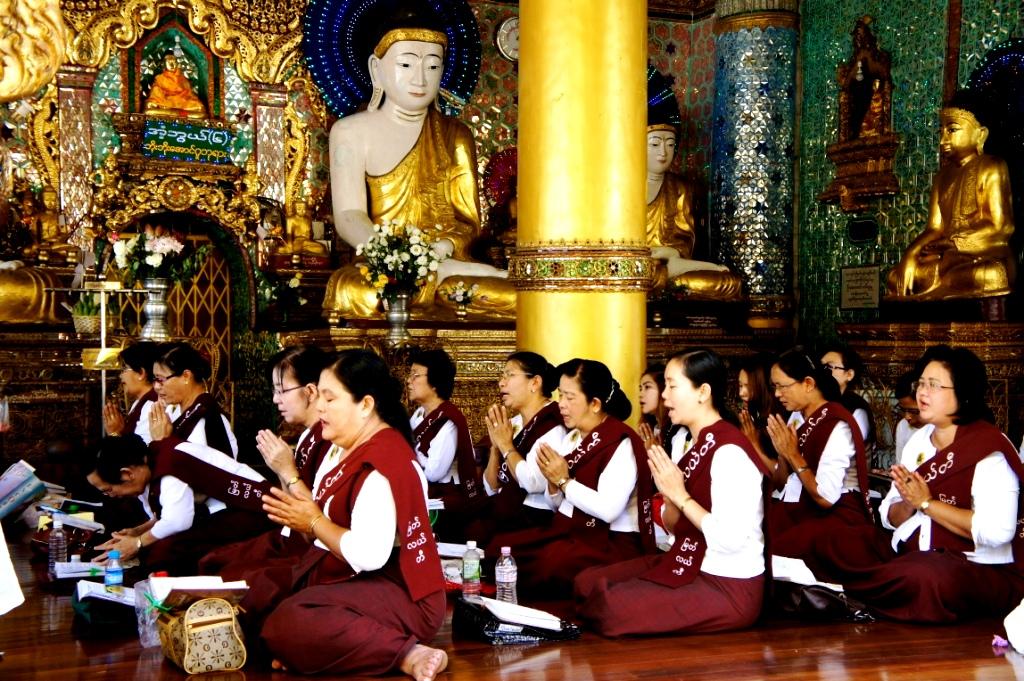 бирманские верующие