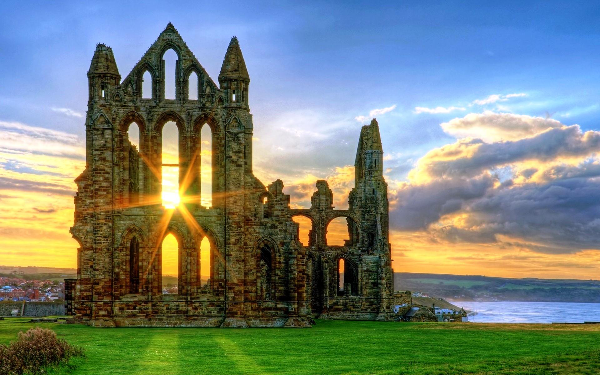 закат в аббатстве Уитби