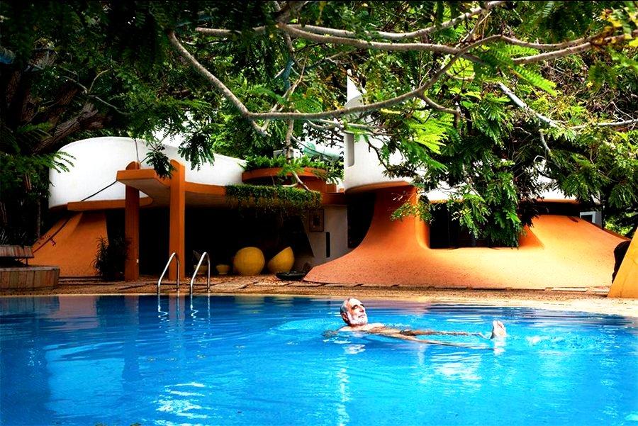 бассейн на вилле ауровиля