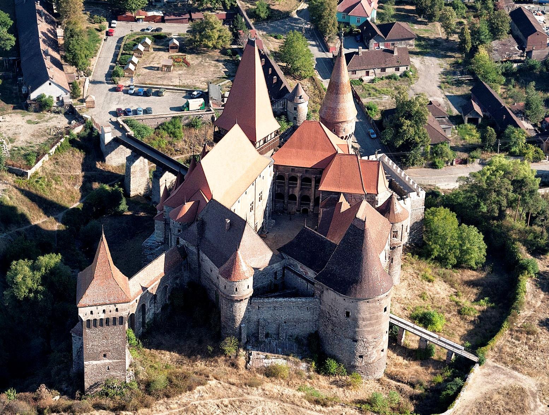 панорама замка Корвина