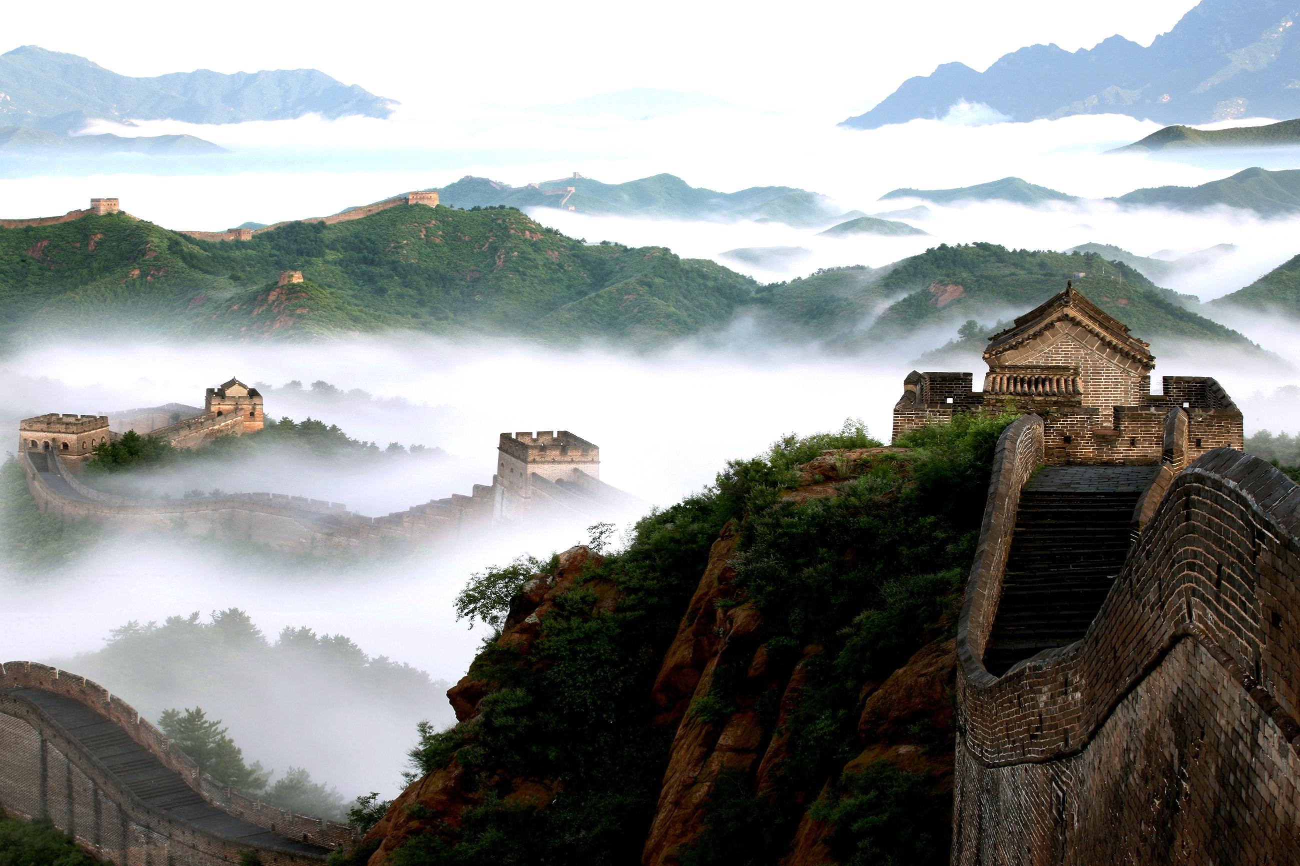 туманный ландшафт великой стены