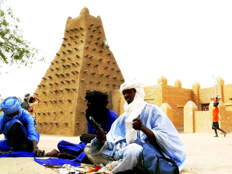 араб у мечети санкоре