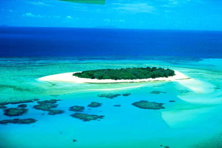 одинокий остров на барьерном рифе