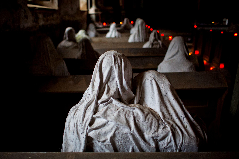 статуи привидений