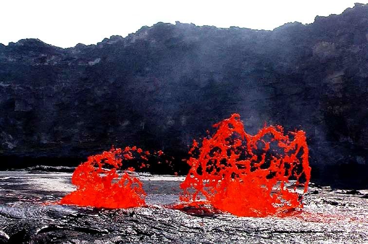 огненные языки над вулканом