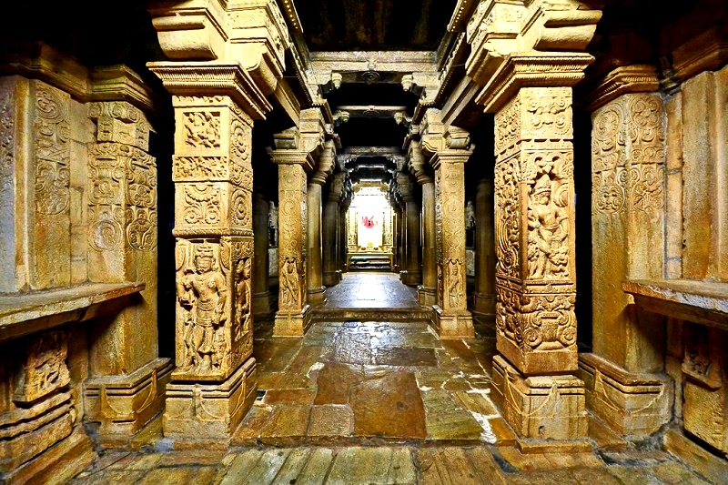 колонны храма в читторгархе