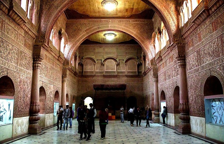 залы форта джунагарх