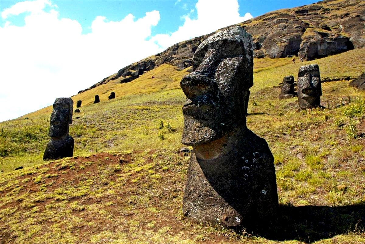 лица моаи