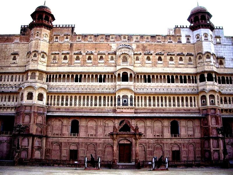 строение форта джунагарх