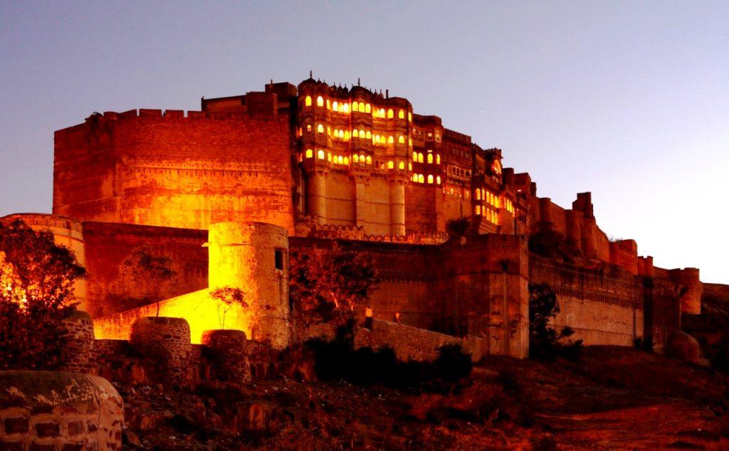 мерангар ночью
