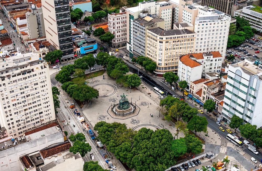 площадь Тирадентис
