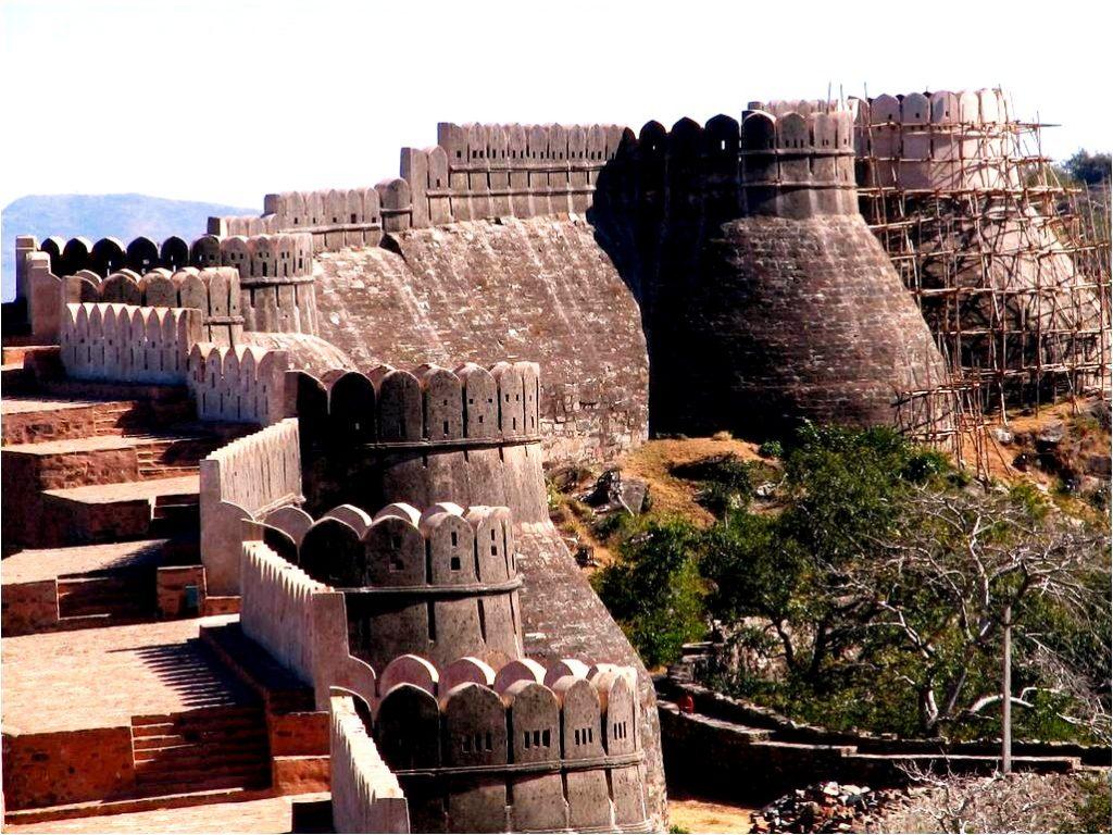 столбы кумбалгарха