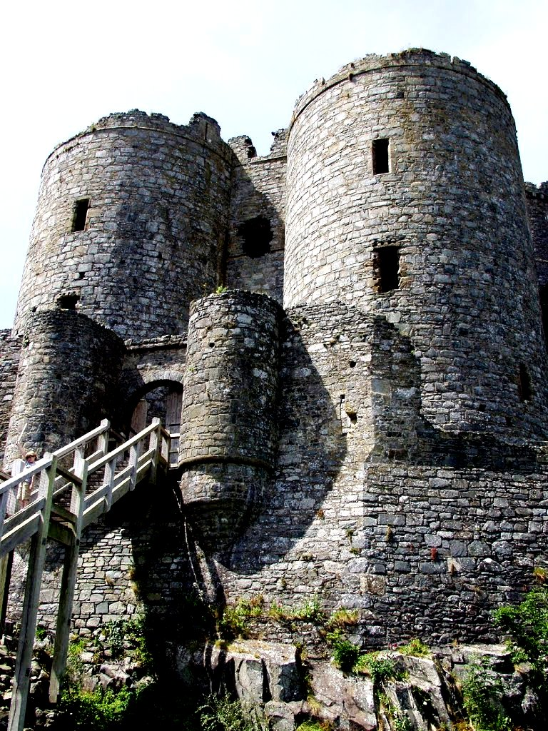 вход в замок харлех