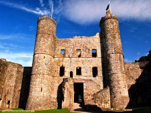 величественный замок харлех