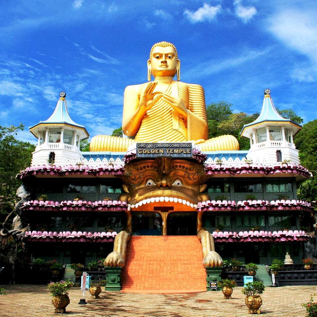 главный вход храма дамбулла