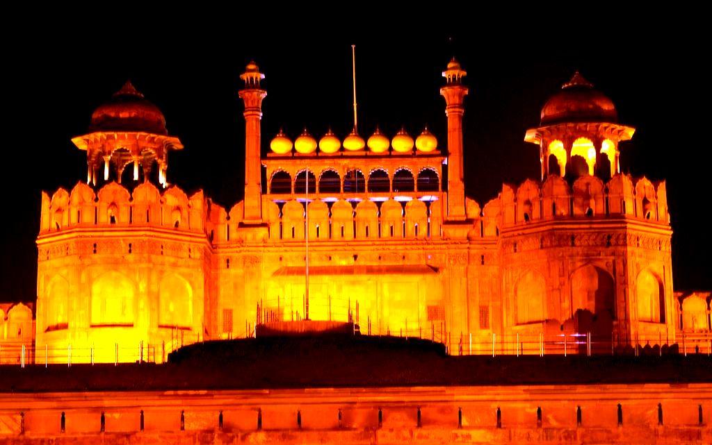 Красный форт дели в подсветке