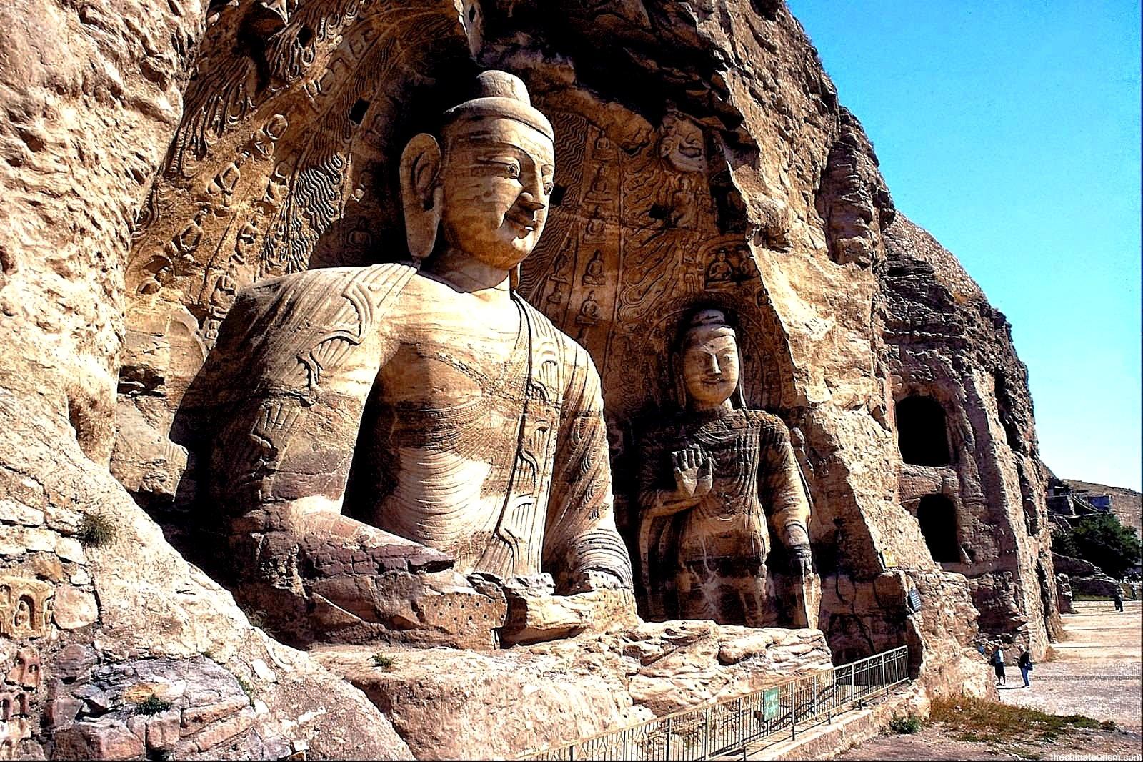 статуи Будд в Могао