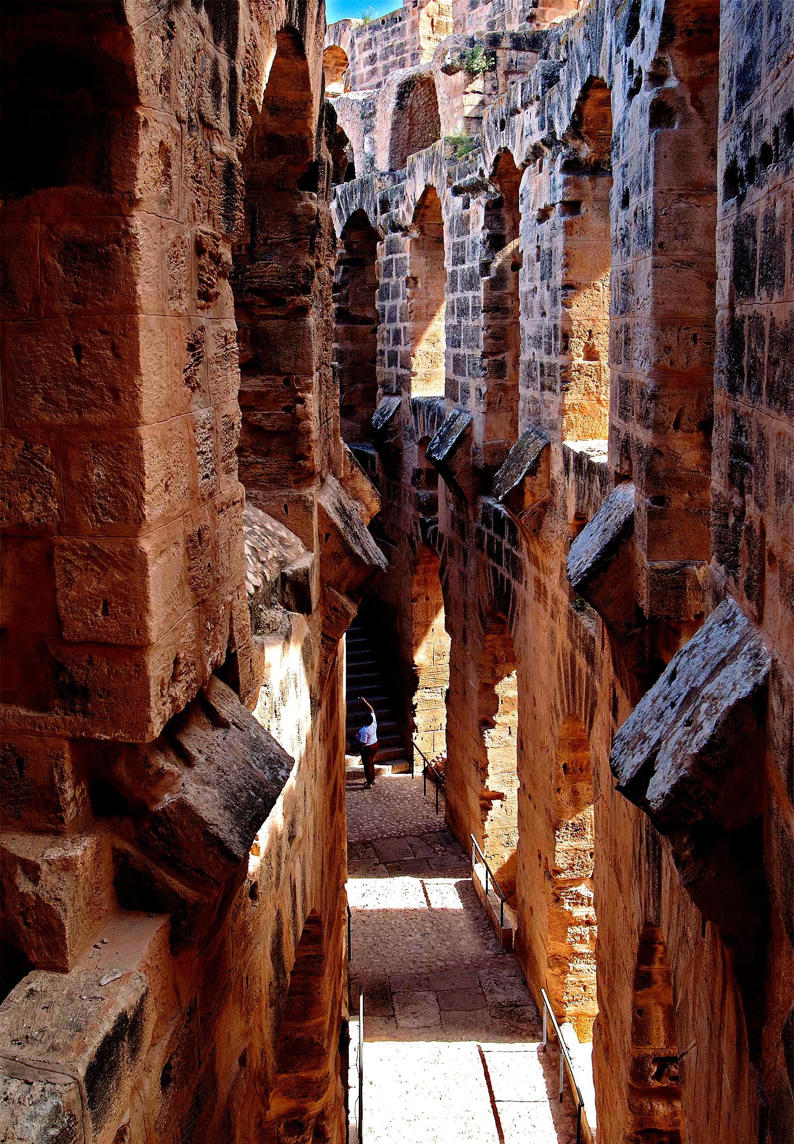 проходы амфитеатра в эль-джеме