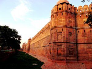 мощные стены цитадели дели