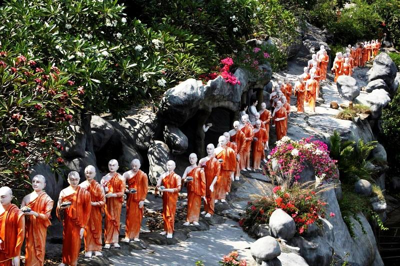 монахи дамбуллы
