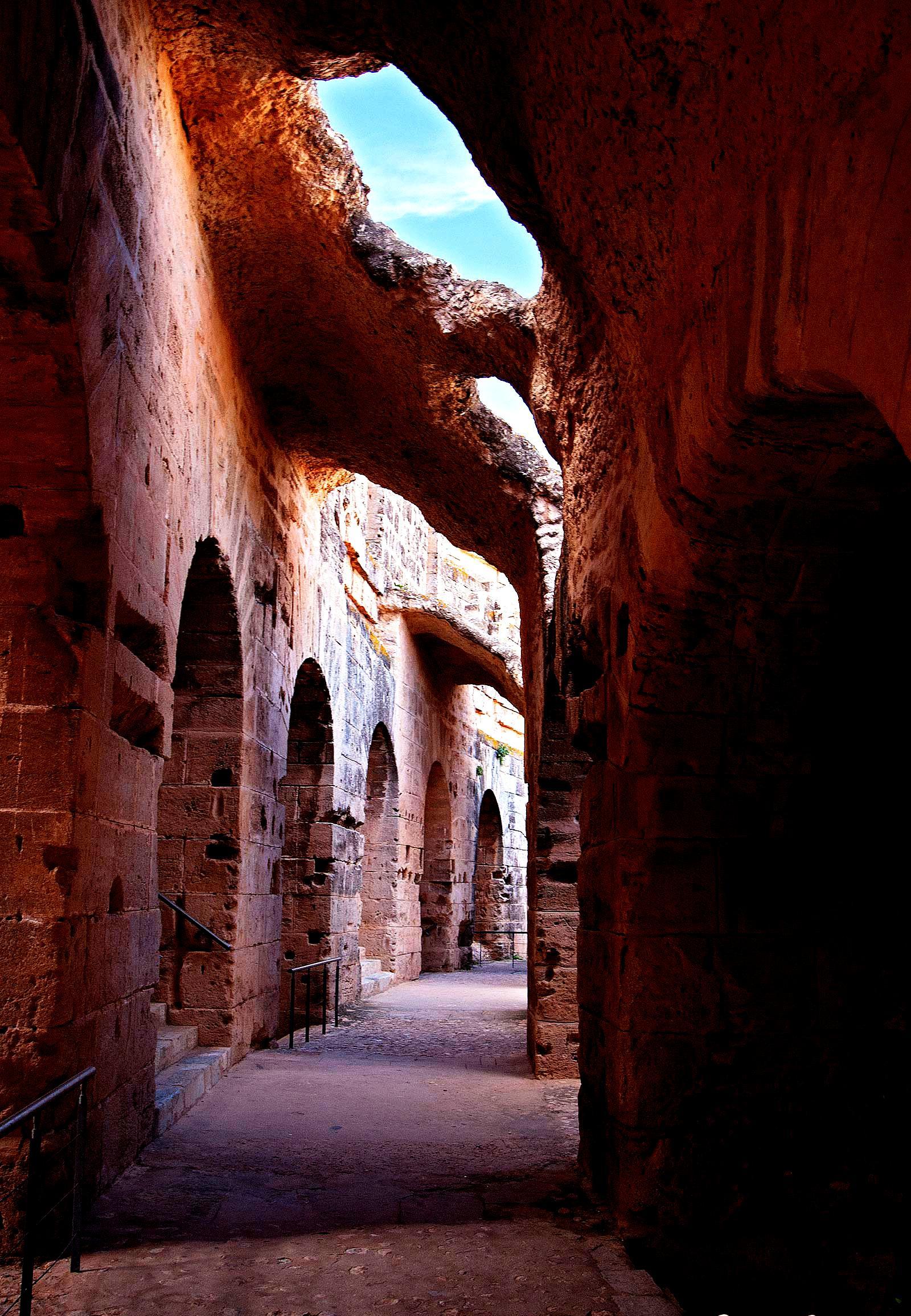 помещения арены в амфитеатре Эль-Джема
