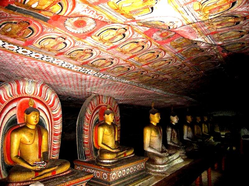 ряд Будд в Могао