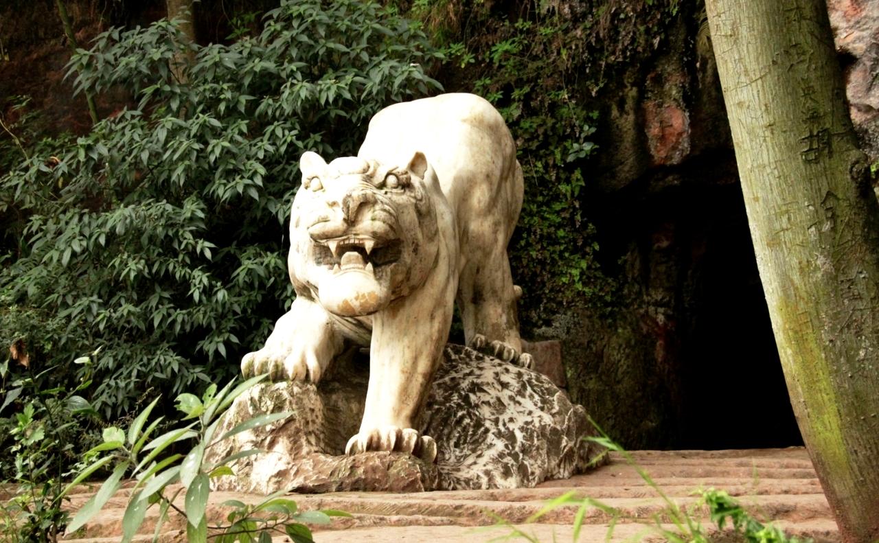 скульптуры сада Будды
