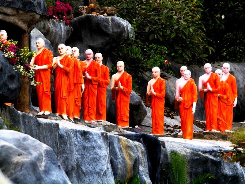 монахи будды