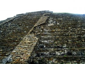 стена пирамиды ниш