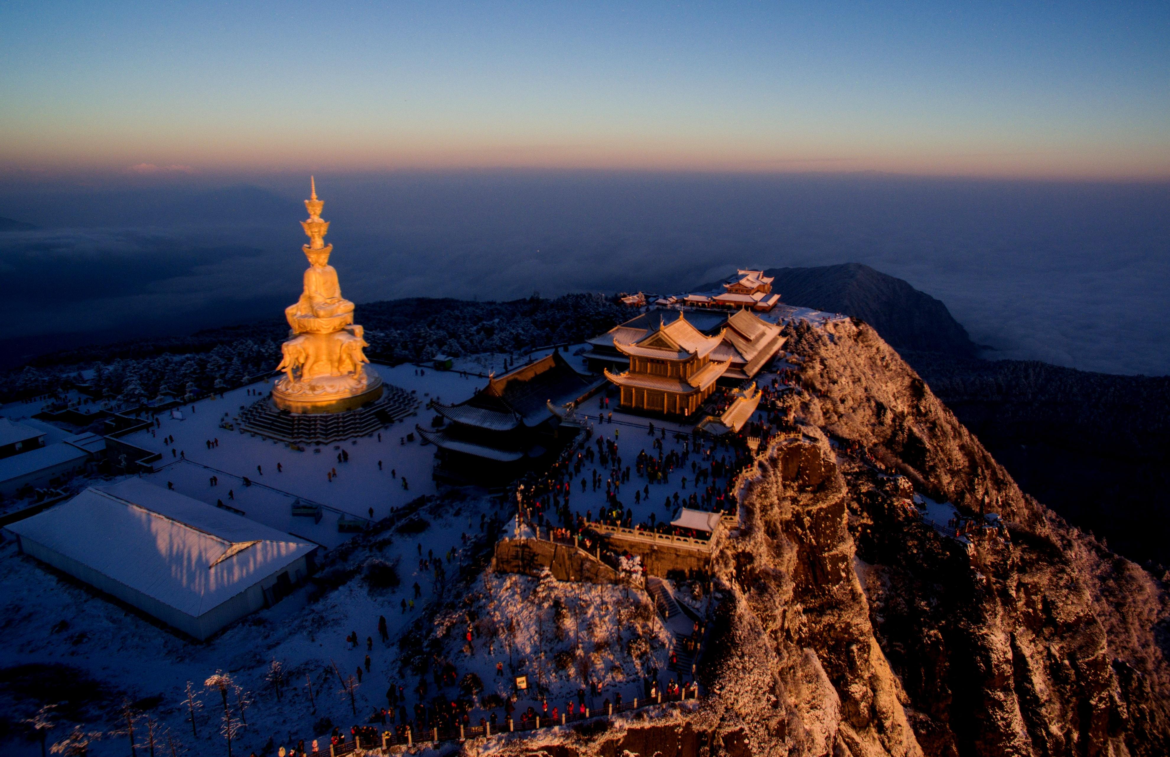 вид монастыря горы Эмэй