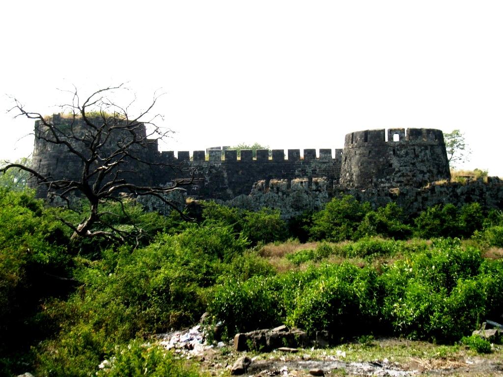 крепостные стены девагири