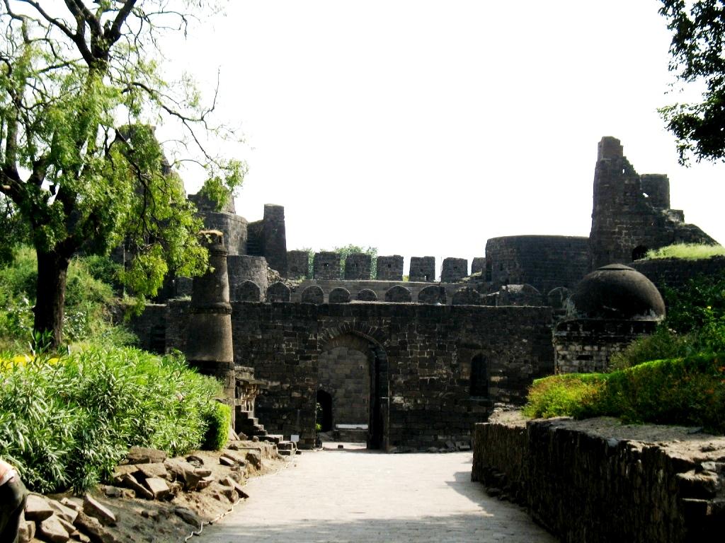 вход в форт девагири