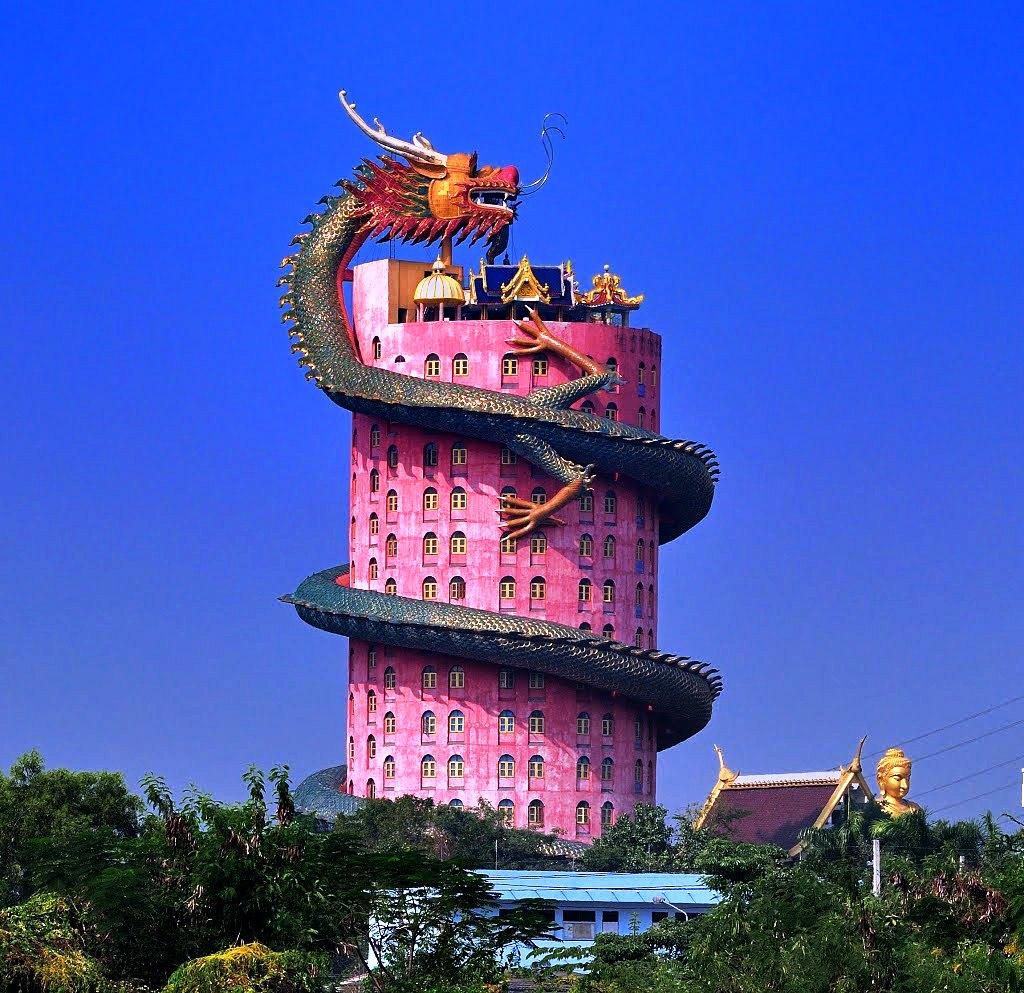 дракон вокруг здания