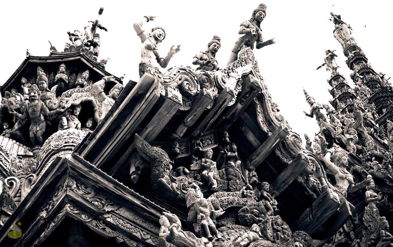 храм истины, черно белое фото