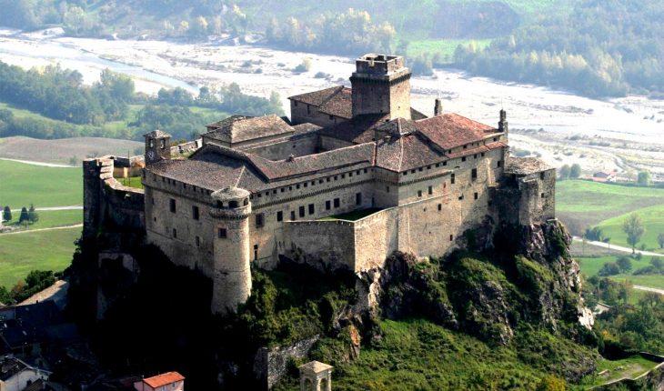 замок Барди