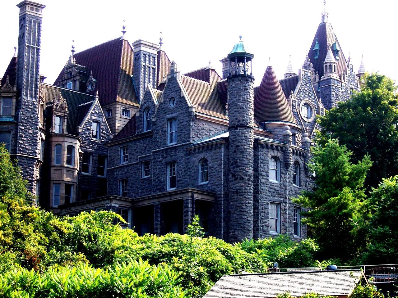 здание замка болдт