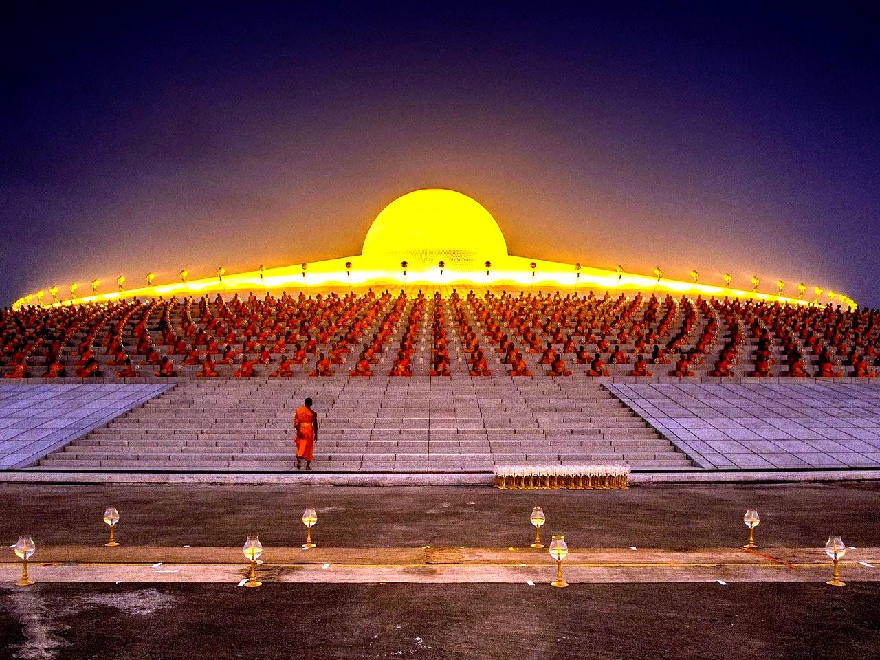освещенный купол дхаммакая