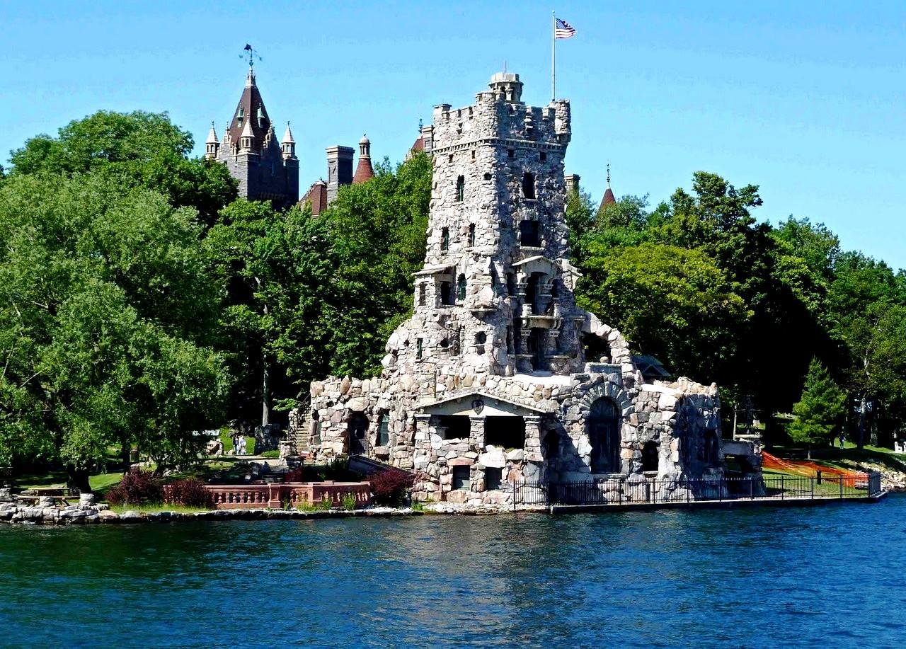 башня на острове
