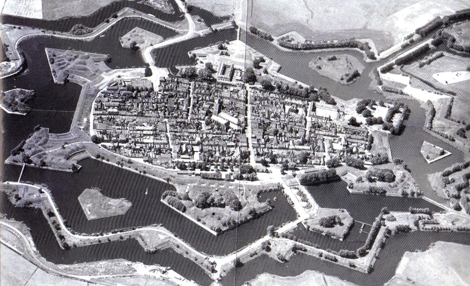 черно-белое фото наардена
