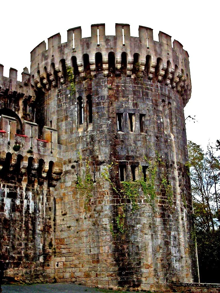 башни замка Бутрон