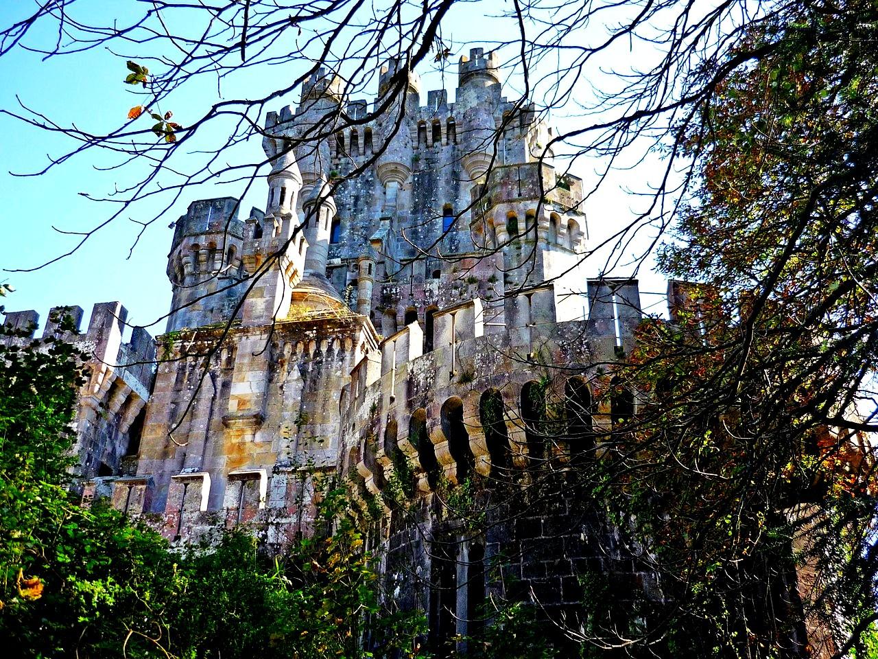 красивый замок бутрон