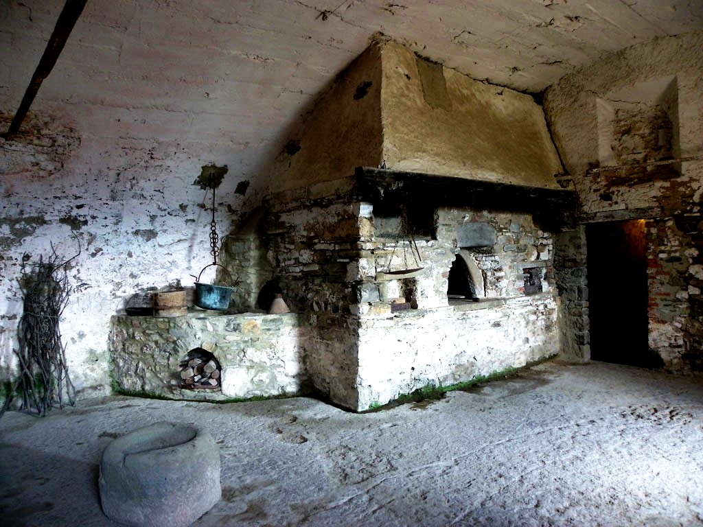подвал крепости барди