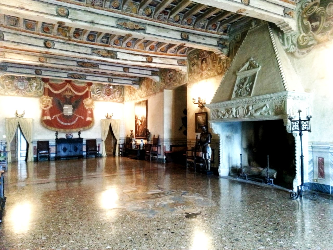 рыцарский зал барди